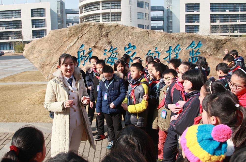 """""""儿童大学""""走进上海海事大学"""