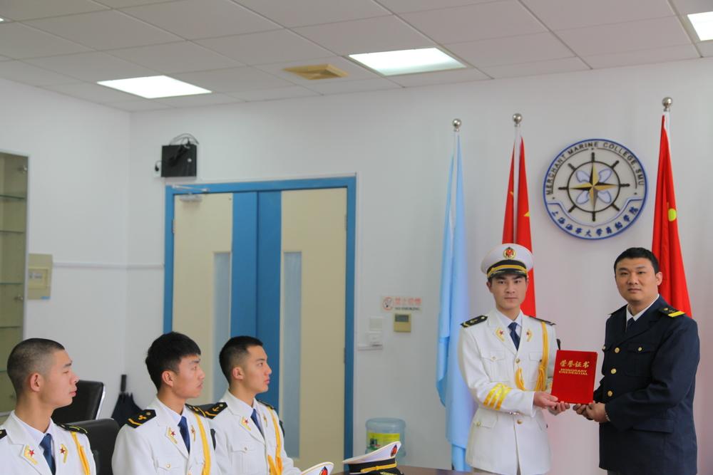 董超群参加仪仗队表彰仪式