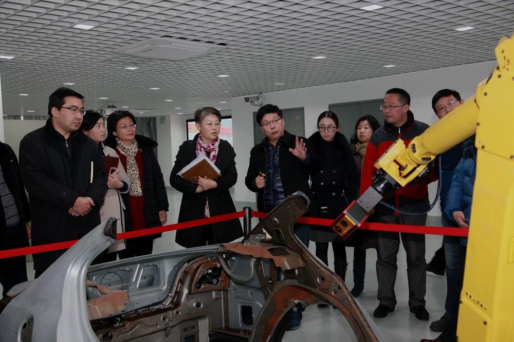 党委中心组成员到上海智能制造研究院实地考察