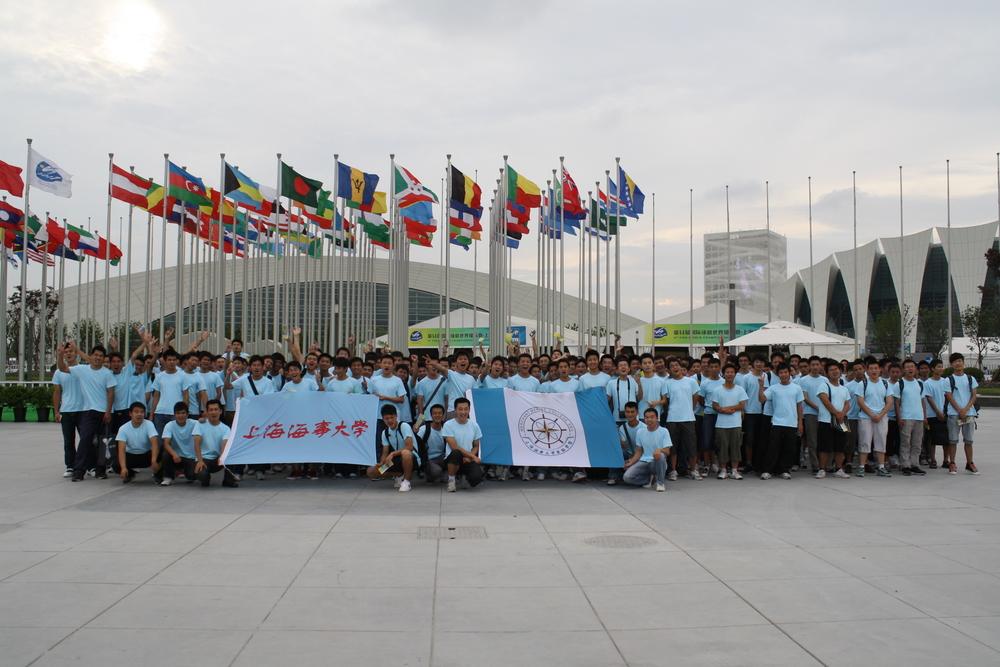 世游赛500名志愿者合影