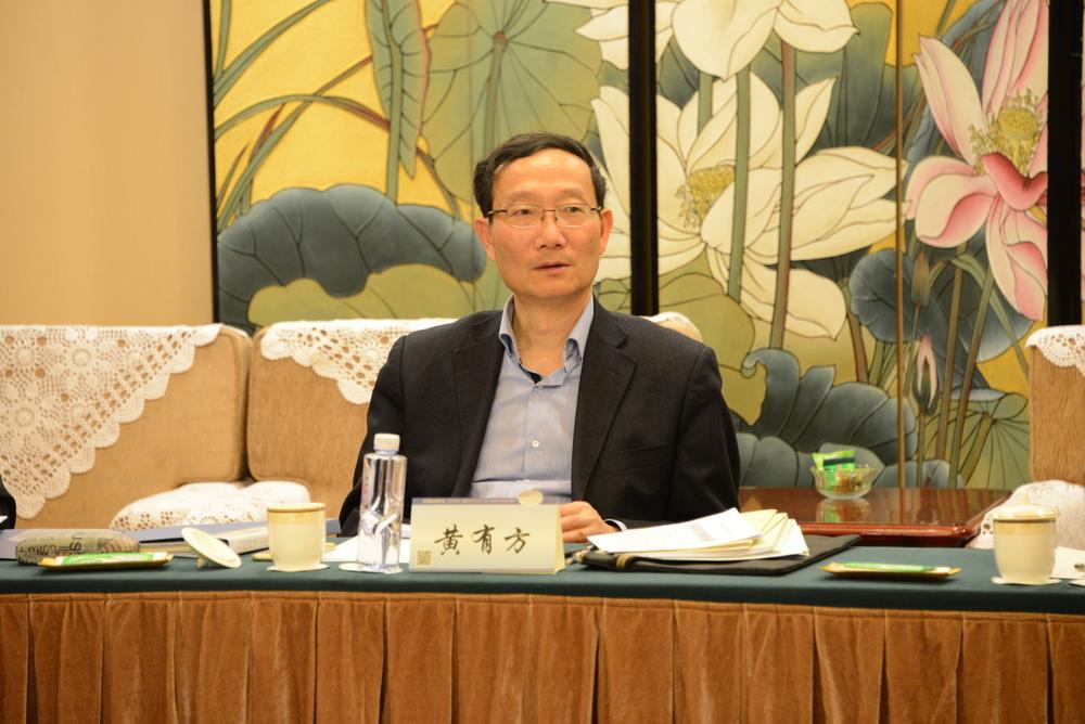 中国航海学会党委书记黄有方主持会议