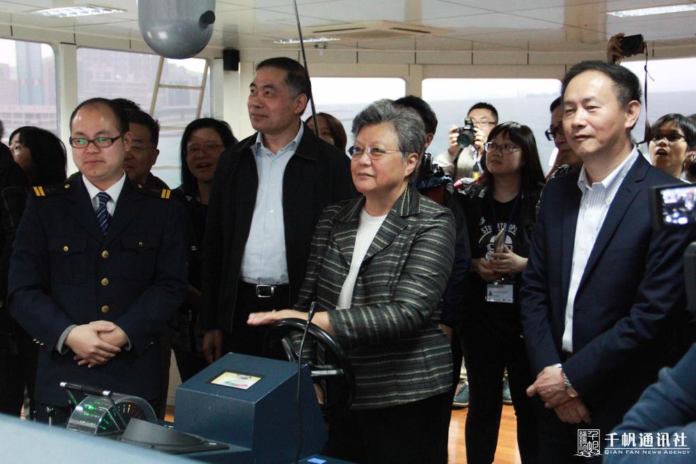 参观航海模拟实验室