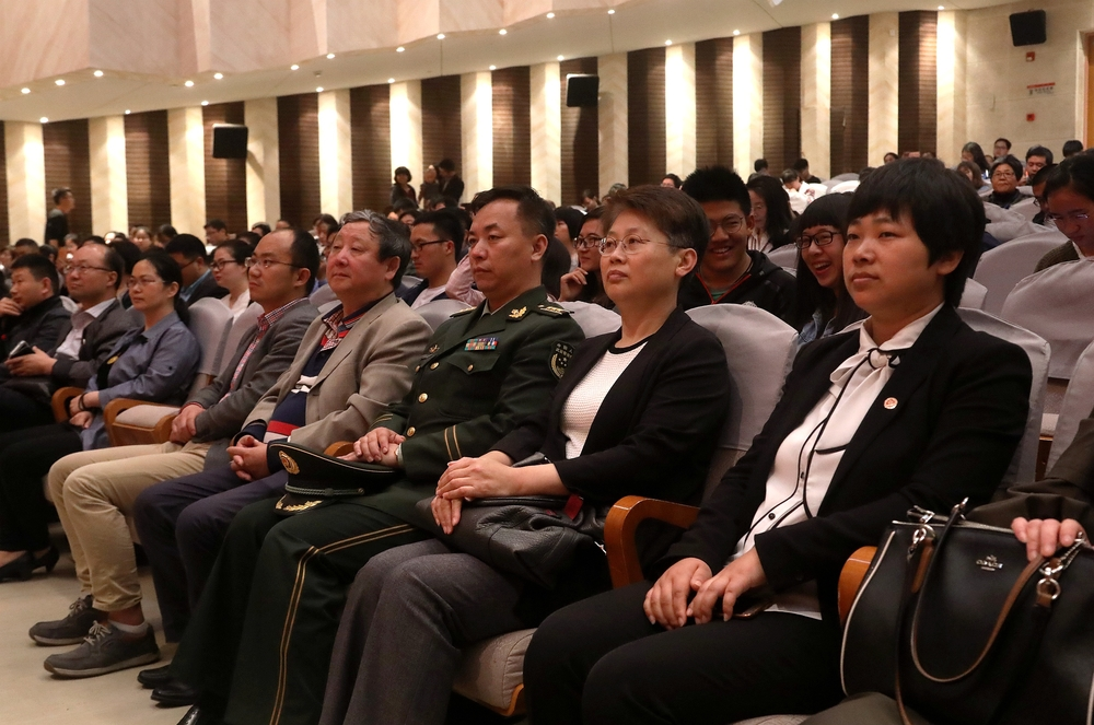门妍萍副书记、中国武警军乐团苑新海团长等现场观看音乐会