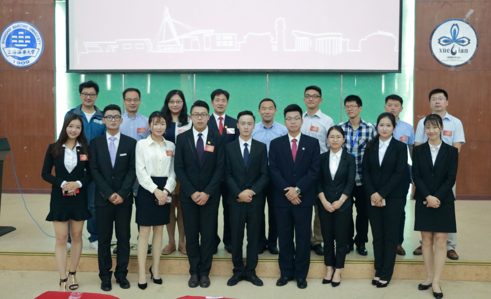 王海威副书记、校团委及学院团委负责人、校学生会新老主席团合影