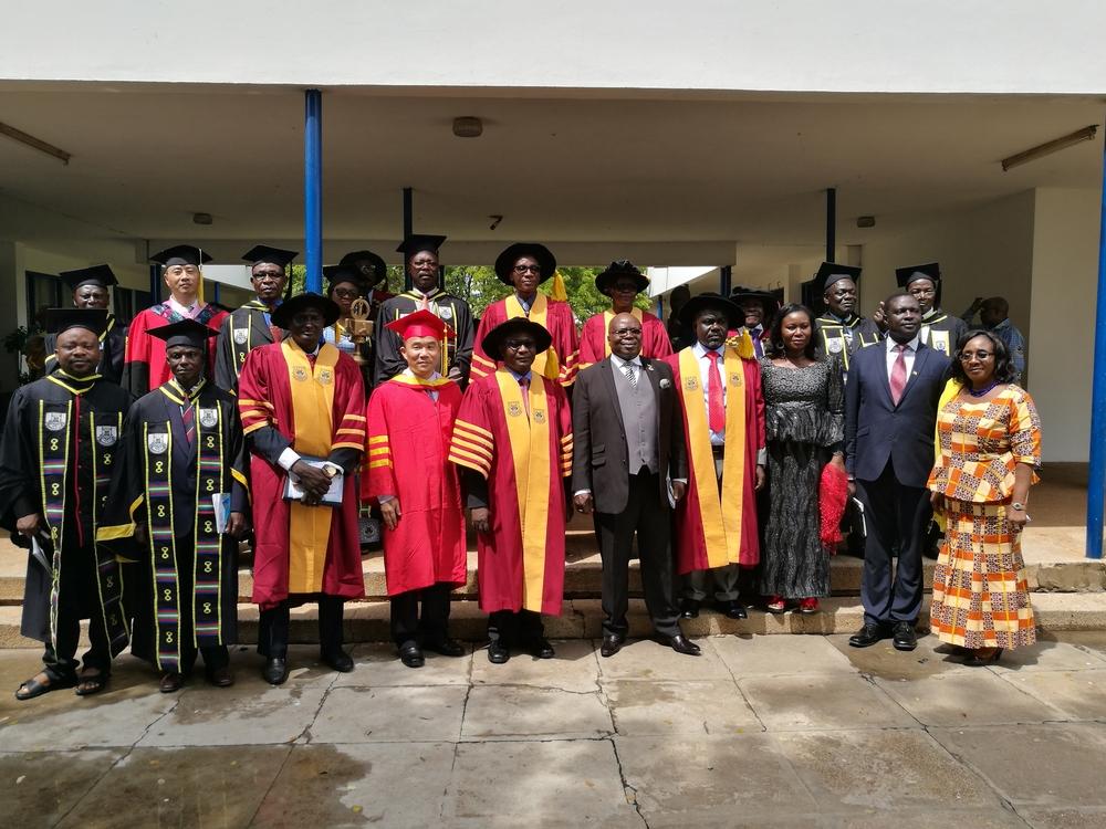 王海威副校长与加纳交通部长等嘉宾合影