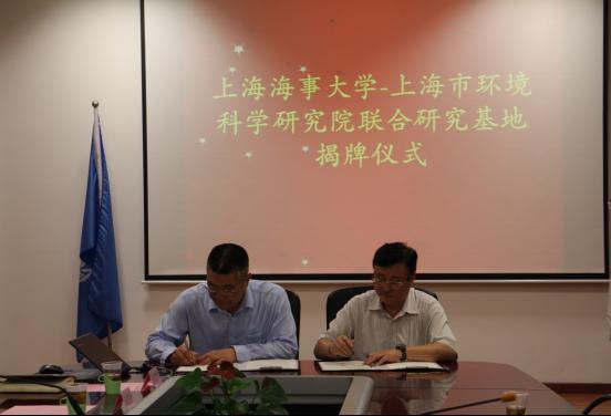 杨万枫副校长和夏德祥院长代表双方签订合作协议