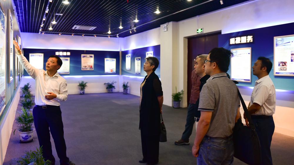 参观上海工业自动化仪表研究院展示中心