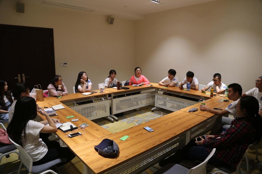 学员们在学员论坛上积极讨论