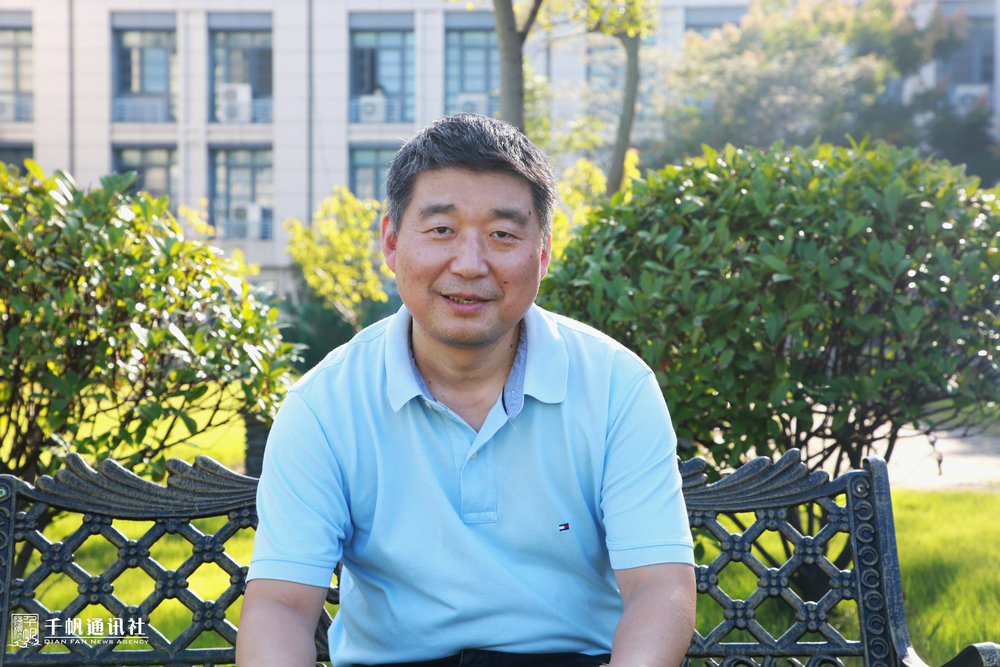 徐志京老师在校园