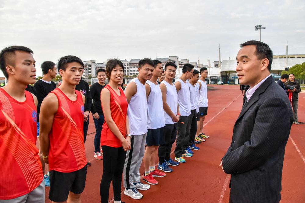 王海威副书记慰问决赛学生