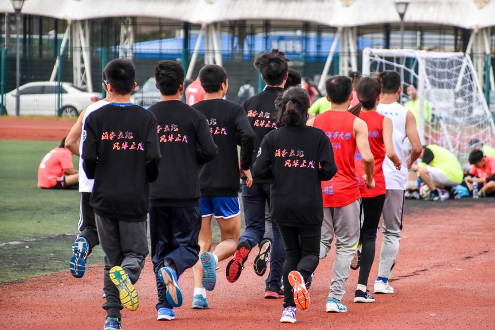 """我校""""疯狂马拉松""""协会长跑队"""