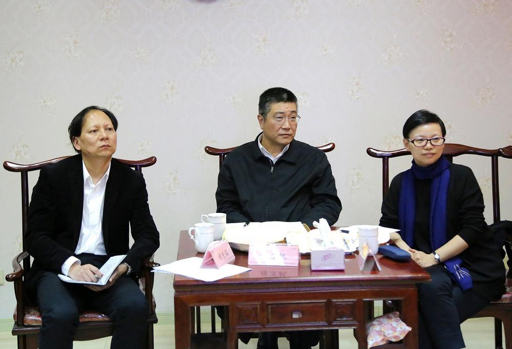 杨万枫副校长对教代表提出的问题作出回应