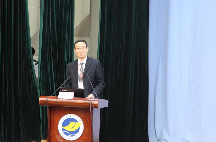 黄有方校长作为中国航海学会理事长在开幕式中致辞