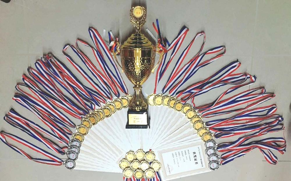 奖杯和奖章