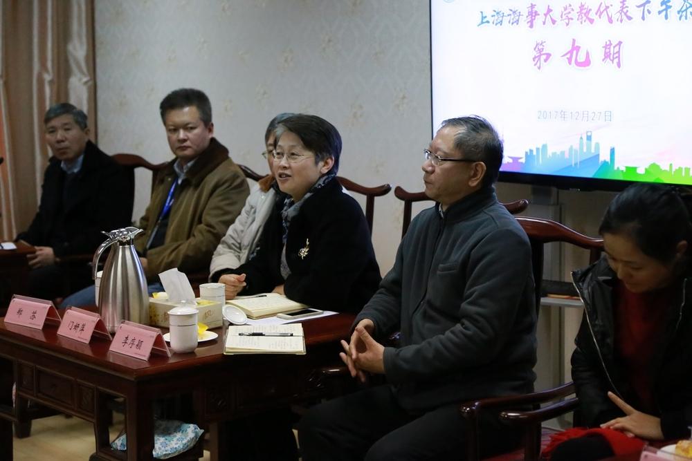 门妍萍副书记介绍教代表下午茶活动情况