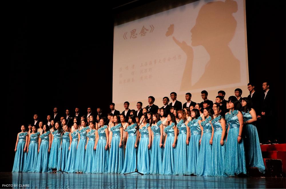 合唱团演唱《思念》