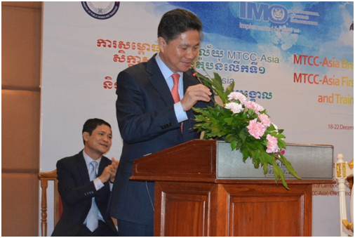 柬埔寨公共设施和交通部部长孙江涛在成立仪式上致辞