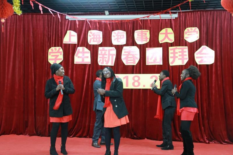 校留学生代表表演精彩节目