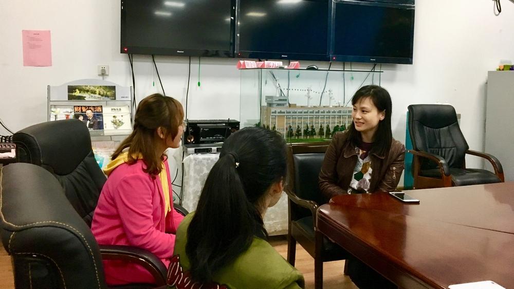 学生记者现场采访罗捷老师