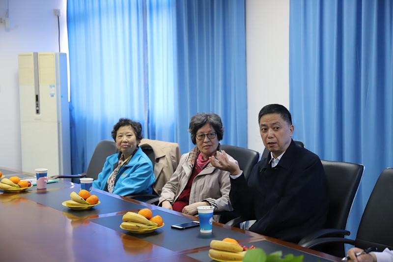 孔凡邨、汪梅荃和丁翠英老师与物流工程学院学生座谈
