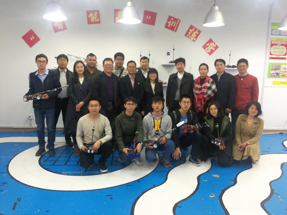 杨浦少科站、临港中小学校领导参观实验室