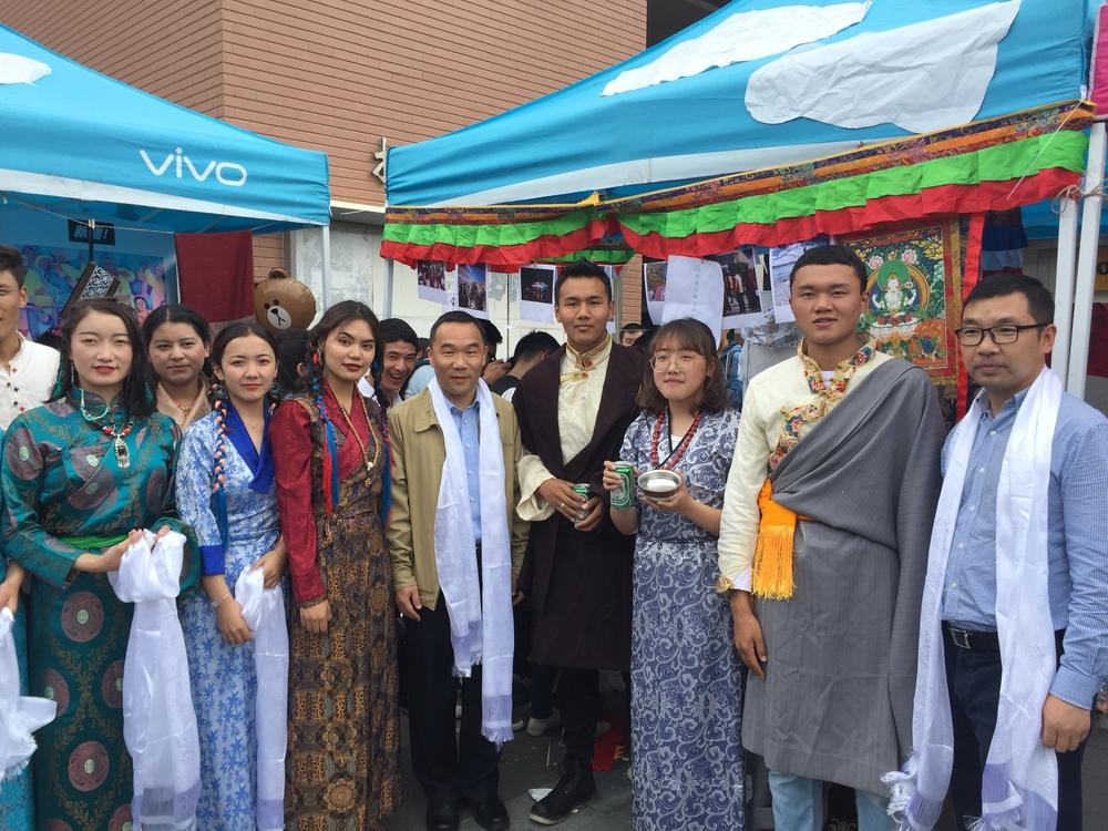 王海威副校长和西藏代表队合影