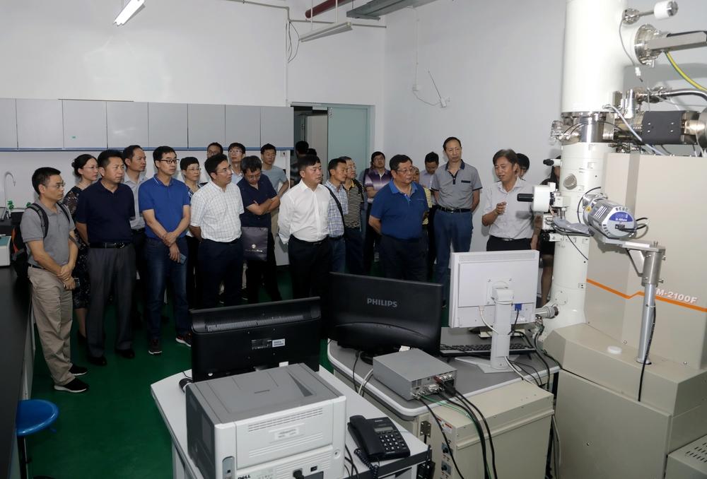 参观深海装备材料与防护工程技术研究中心