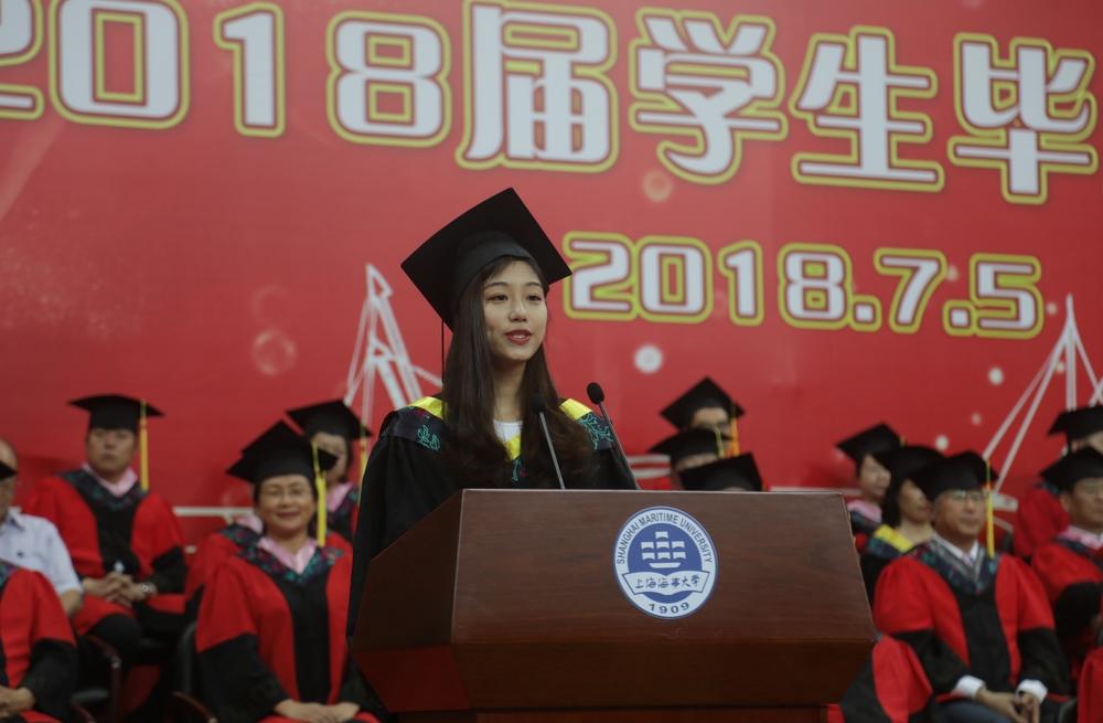 毕业生代表、信息工程学院信息管理与信息系统141班王叶同学发言