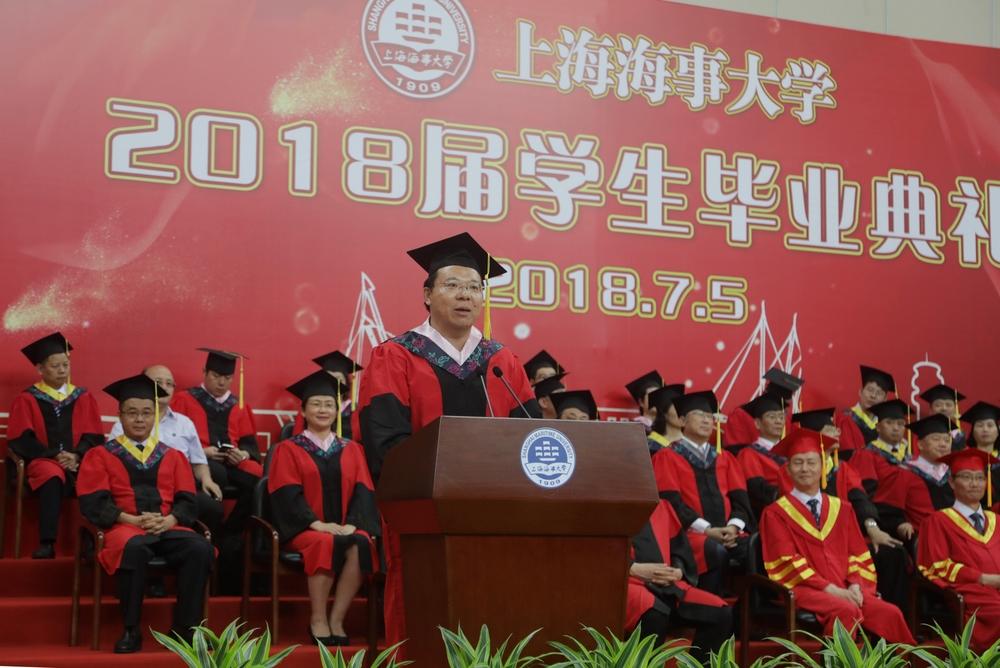 教师代表、经济管理学院章雁老师发言