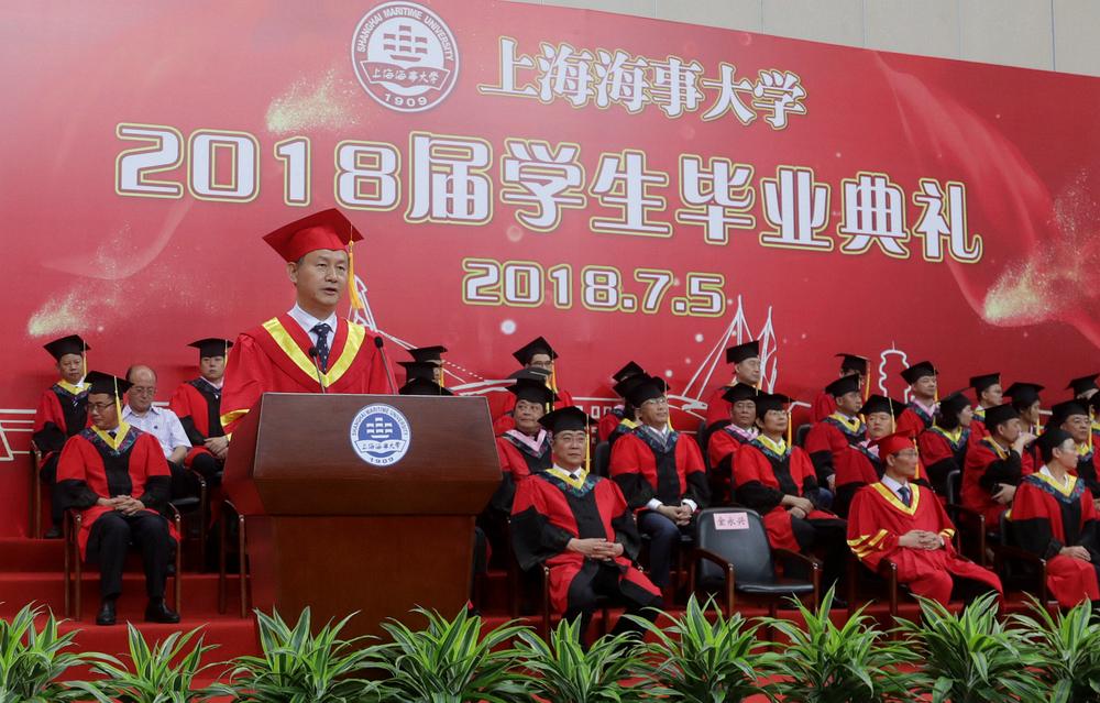 金永兴书记宣读优秀毕业生评选结果