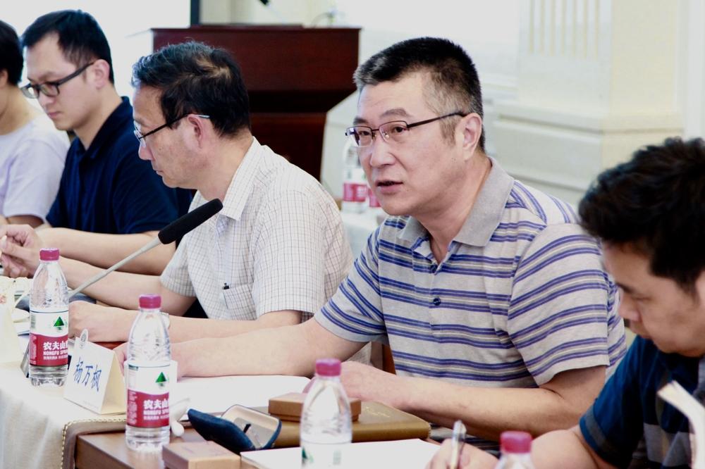 杨万枫副校长主持会议