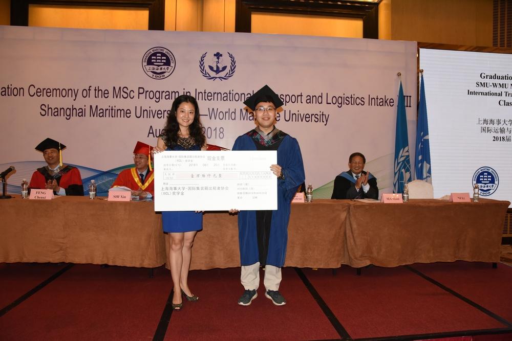 国际集装箱租箱协会(IICL)代表为优秀学员颁发SMU-IICL奖学金