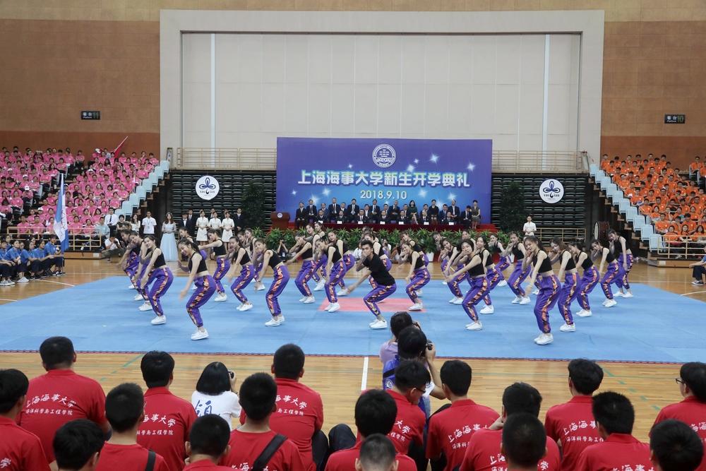 校健美操队表演《舞处不在》