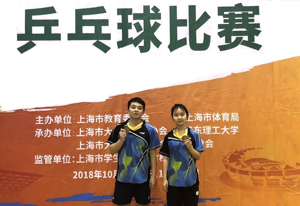 混双季军:梁振宇(左)和李佳宁(右)