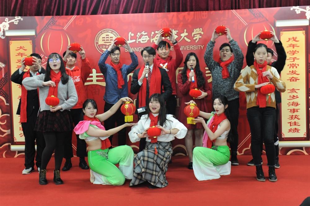 学生舞蹈团表演精彩节目