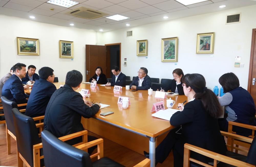 上海科技馆党委书记王莲华一行来访