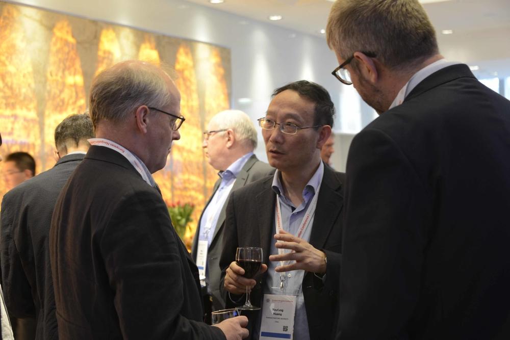 黄有方校长与国际IAIN主席John Pottle交流