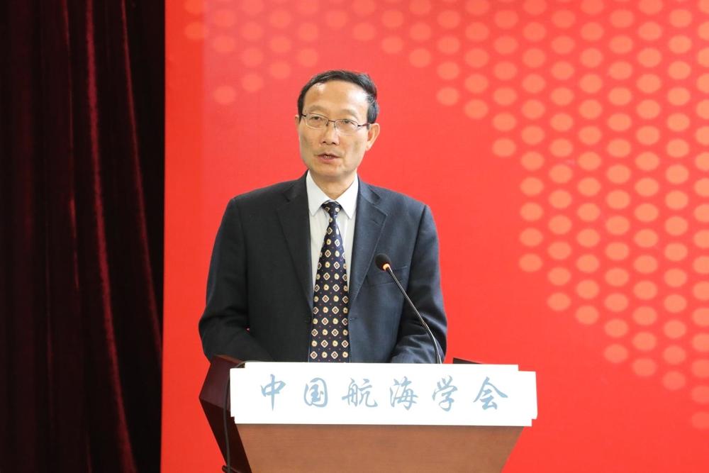 中国航海学会第八届理事会理事长、上海海事大学校长黄有方作工作报告