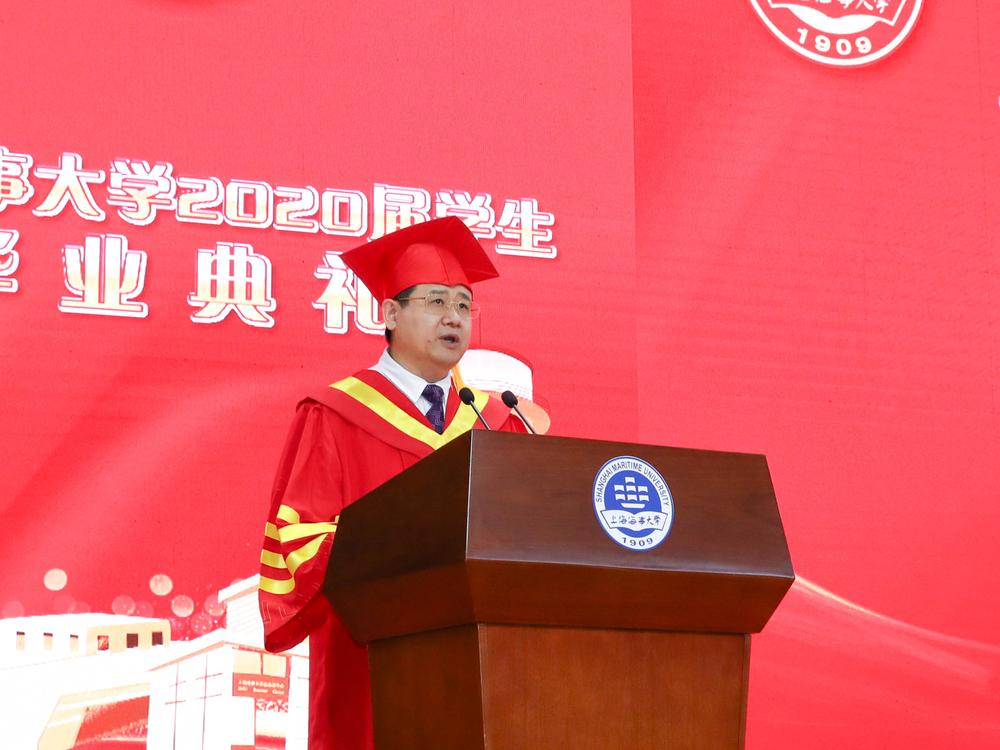 宋宝儒书记宣读《2020届上海市优秀毕业生及上海海事大学优秀毕业生的表彰决定》