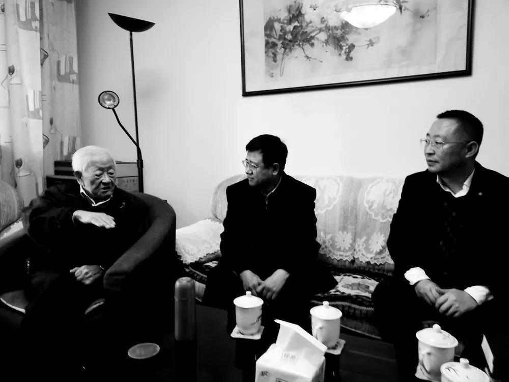 2019年11月,学校党委宋宝儒书记一行探望高文彬教授