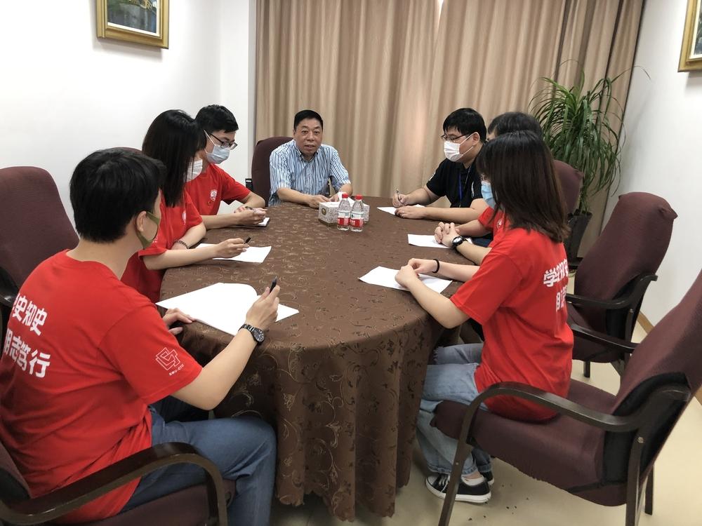 采访中国航海学会副秘书长顾维国
