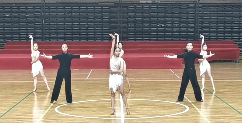 我校体育舞蹈校队部分成员