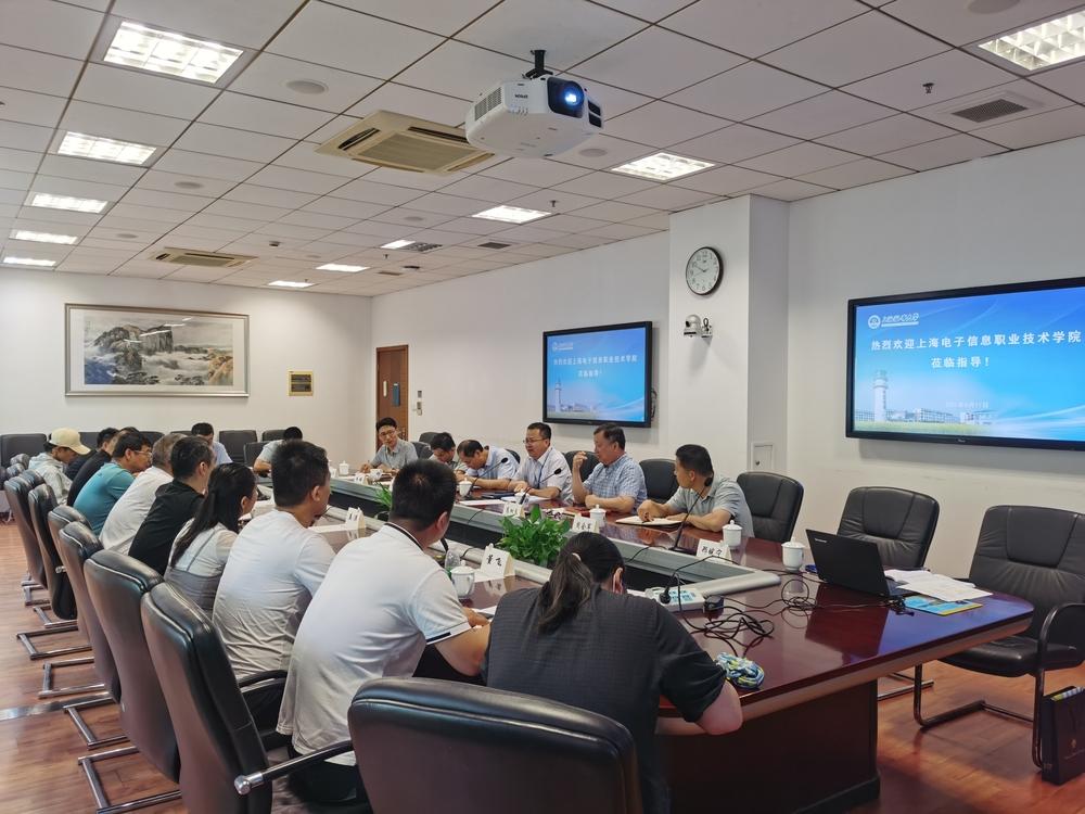 上海电子信息职业技术学院副校长徐德明一行来校调研