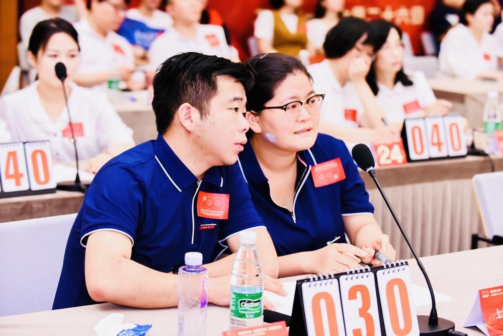 李勇、牛磊两位老师在参赛现场