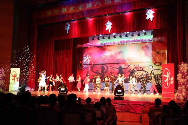2008年,集体舞大赛首次在临港校区大礼堂举办