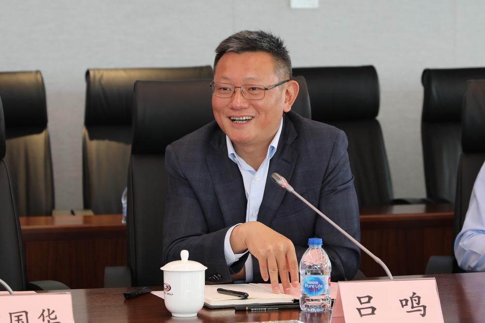党委副书记、总裁吕鸣发言
