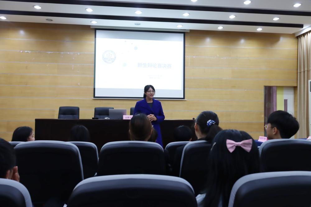杨芳梅老师指导学生辩论赛