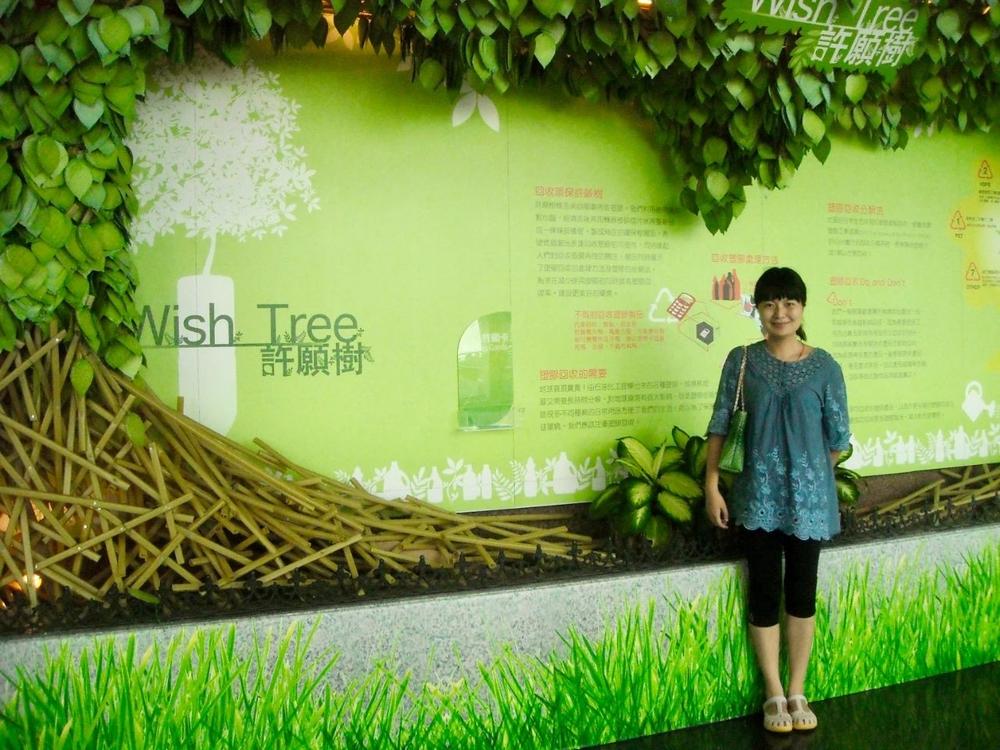 郑巧老师走访深圳远洋运输公司时留影