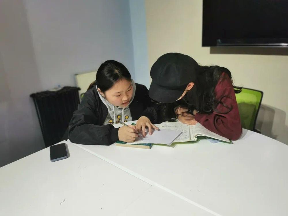 经济管理学院开展线下高等数学课程帮扶