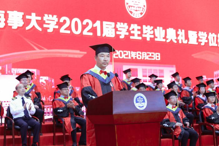 党委副书记、副校长李志鹏主持毕业典礼